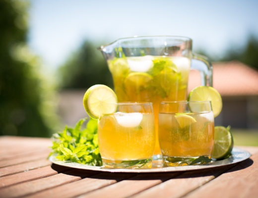 Mint and lemon ice tea