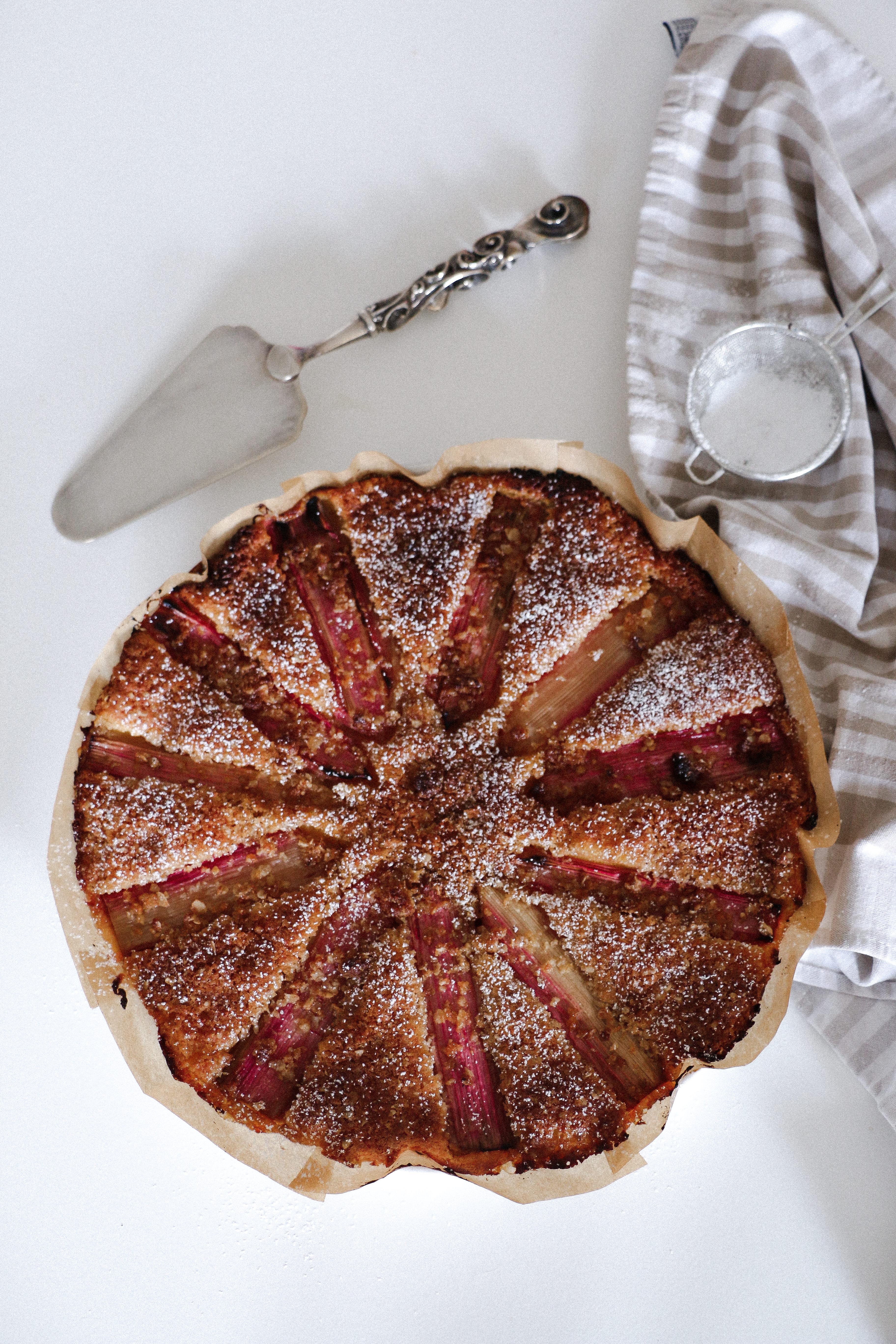 Rhubarb and vanilla cake
