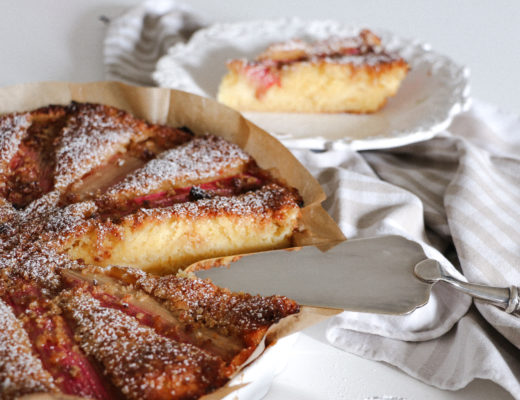 Rhubarb and vanilla cake