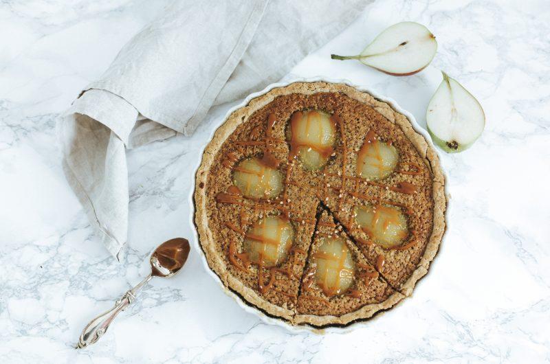 Tarte aux Poires, Caramel au Beurre salé et Noisettes / Pear, Salted Caramel and Hazelnut Pie