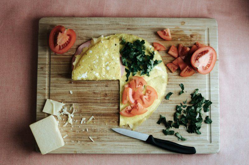 Omelette pliée fourrée / Folded and filled omelette wrap