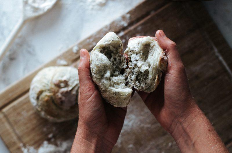 Petits Pains Rustiques aux Graines de Chia / Rustic Chia Bread Rolls