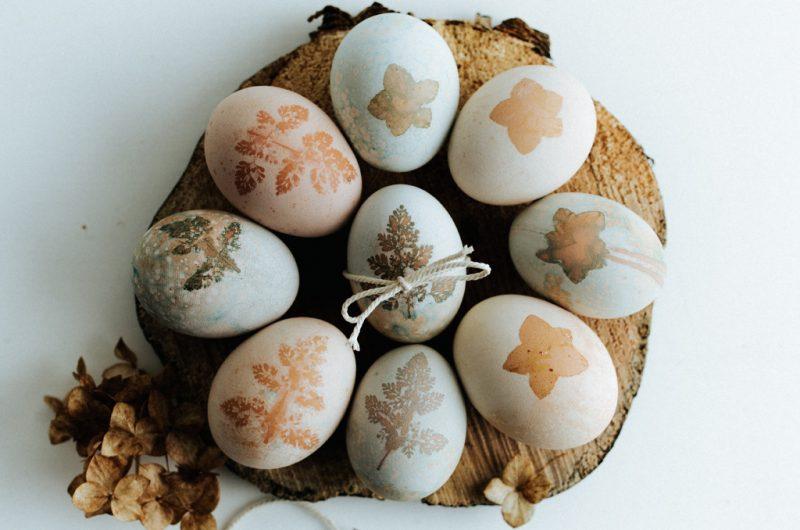 Teinture naturelle pour Oeufs de pâques / Naturally dyed Easter Eggs