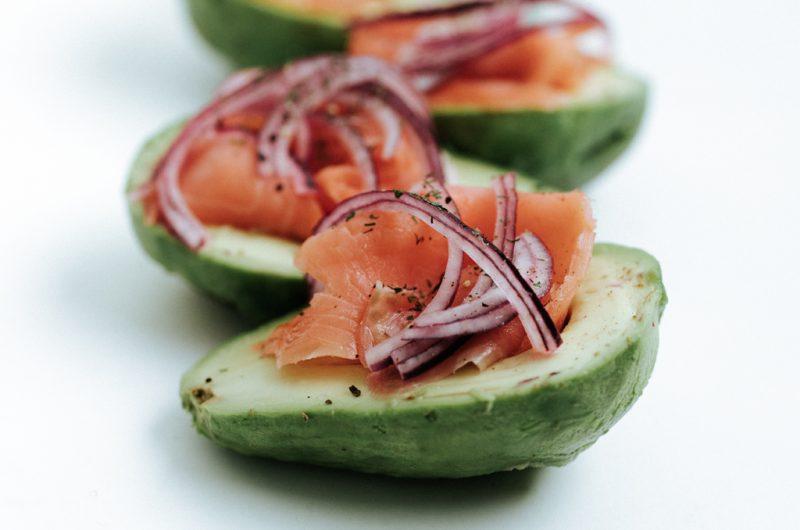 Avocats au saumon fumé / Smoked salmon avocados